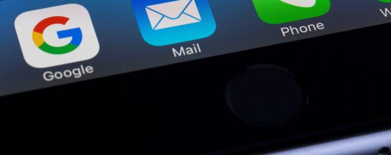 tres iconos de aplicaciones en un iphone ejemplificando la Mejor app para reservar hoteles