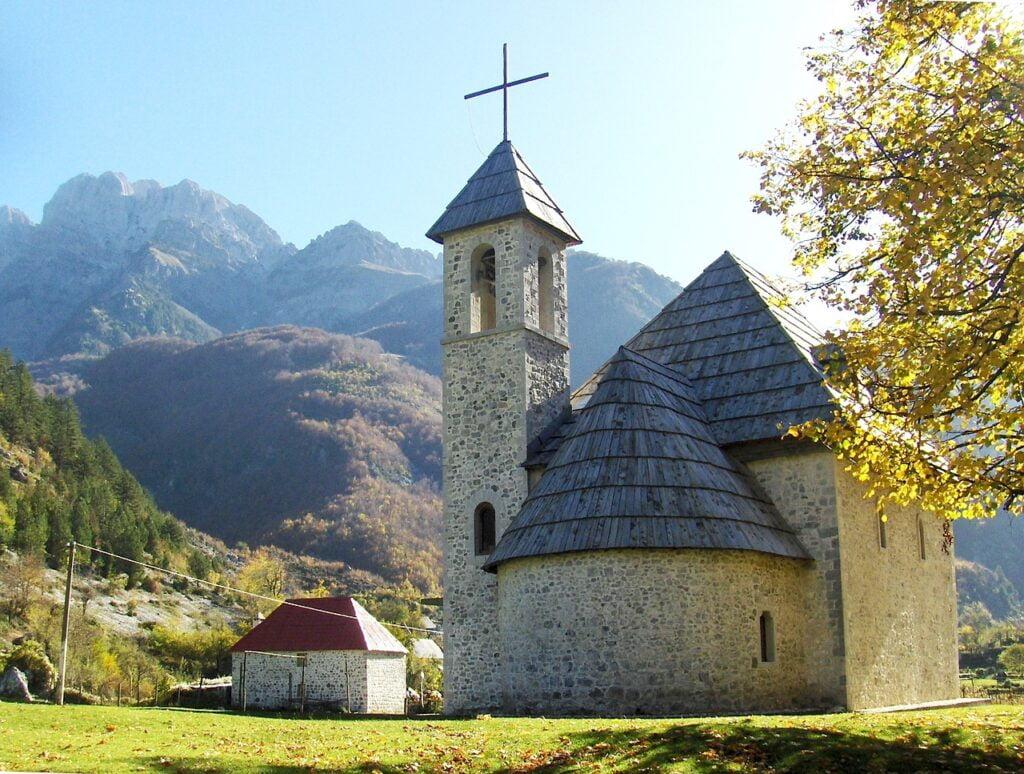 Theth esta dentro de los mejores lugares para visitar en Albania