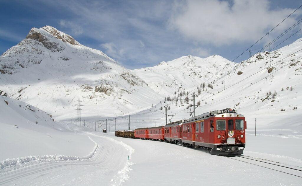 viajar en tren es de los mejores consejos de turismo sostenible